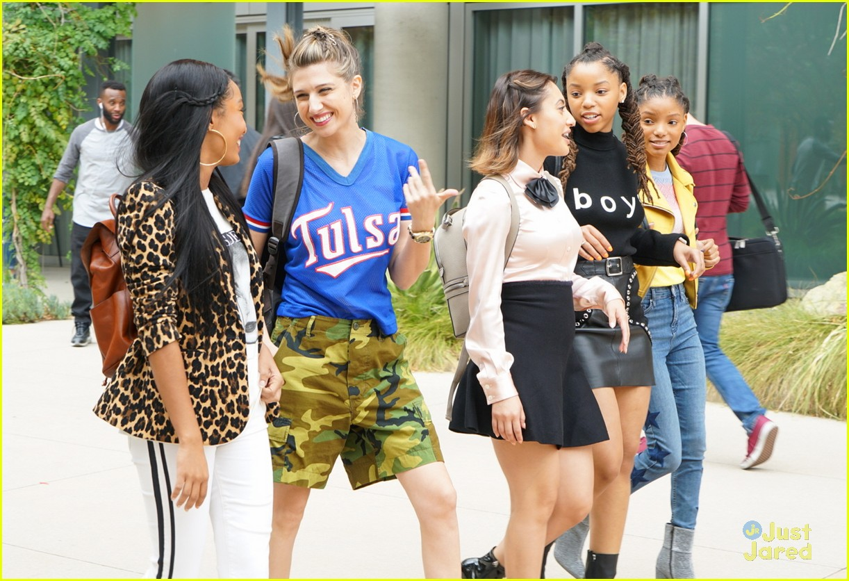 grownish u up text girl talk stills 02