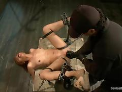 Yasmine de Leon gets banged by a fucking machine while being in chains tube porn video