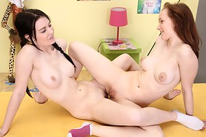Free Lesbian Teen Tribbing Porn Pictures