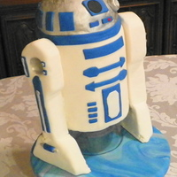 R2D2 Not as clean and sharp as I wanted but it was for my son's birthday and I had fun making it. TFL :)