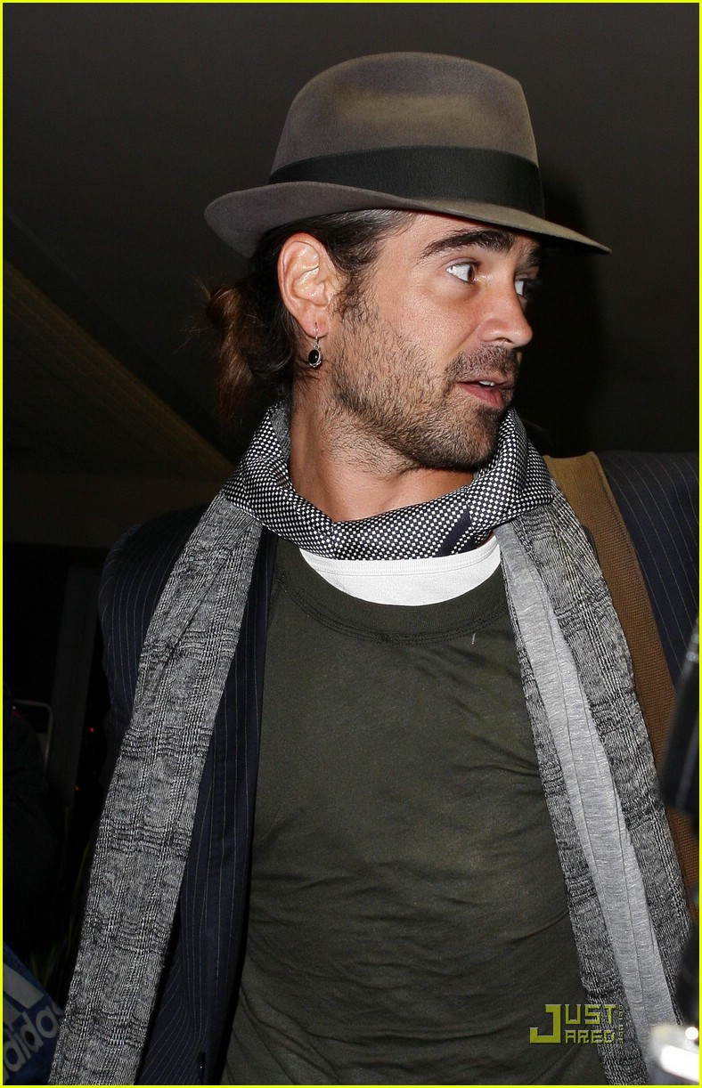 colin farrell flies far away 01