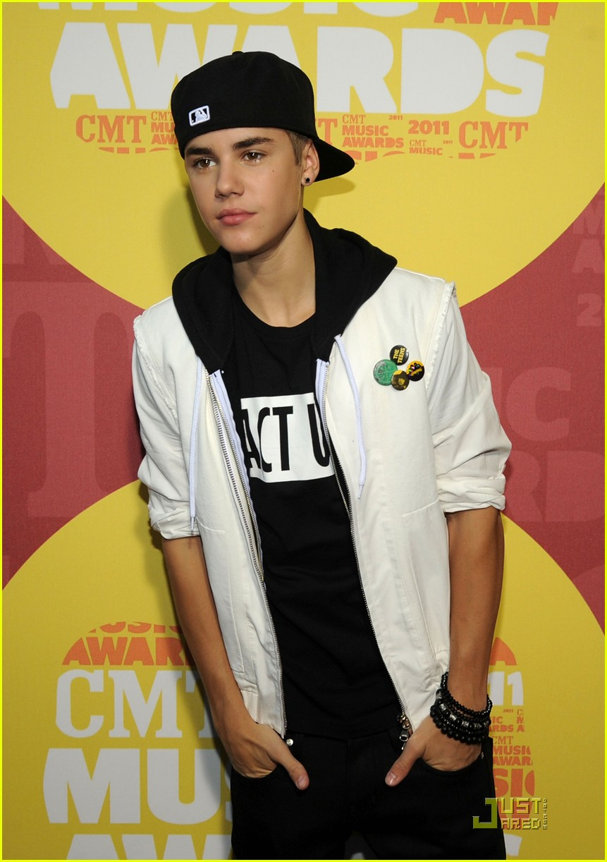 justin bieber cmt awards 022550664