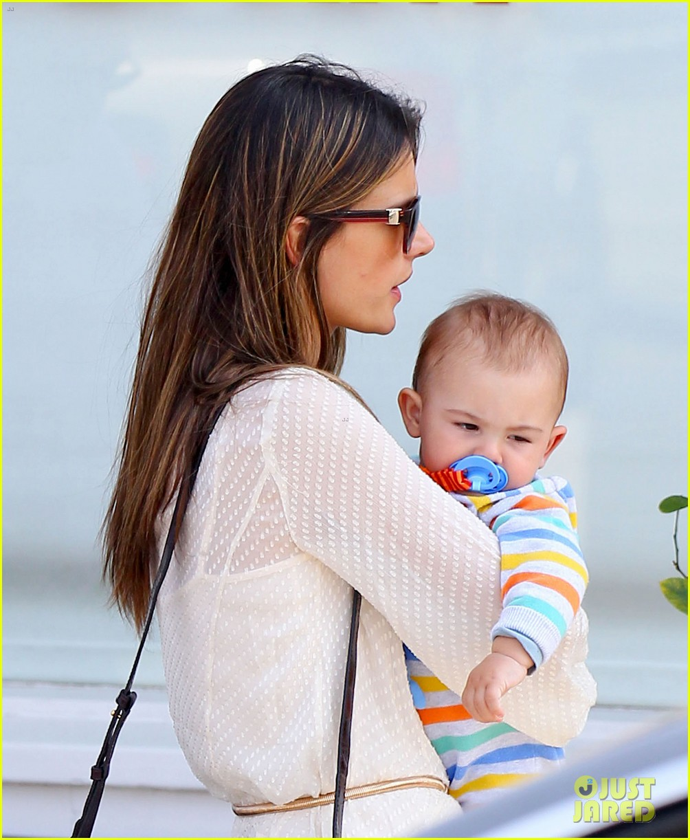 alessandra ambrosio country mart with the kids 112837837