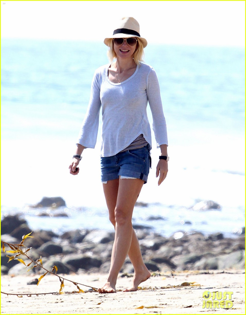 naomi watts shirtless liev schreiber family beach day 012836788
