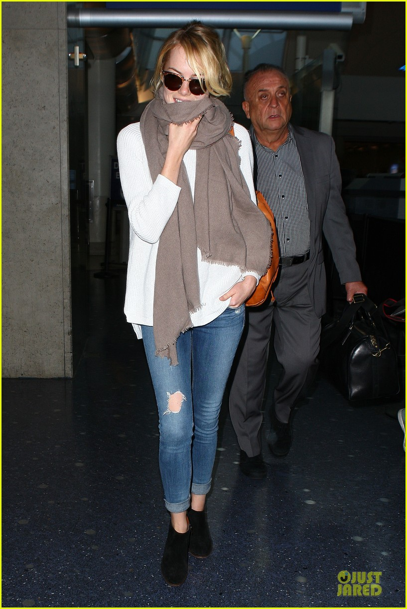 emma stone lands in lax airport after quiet few months 08