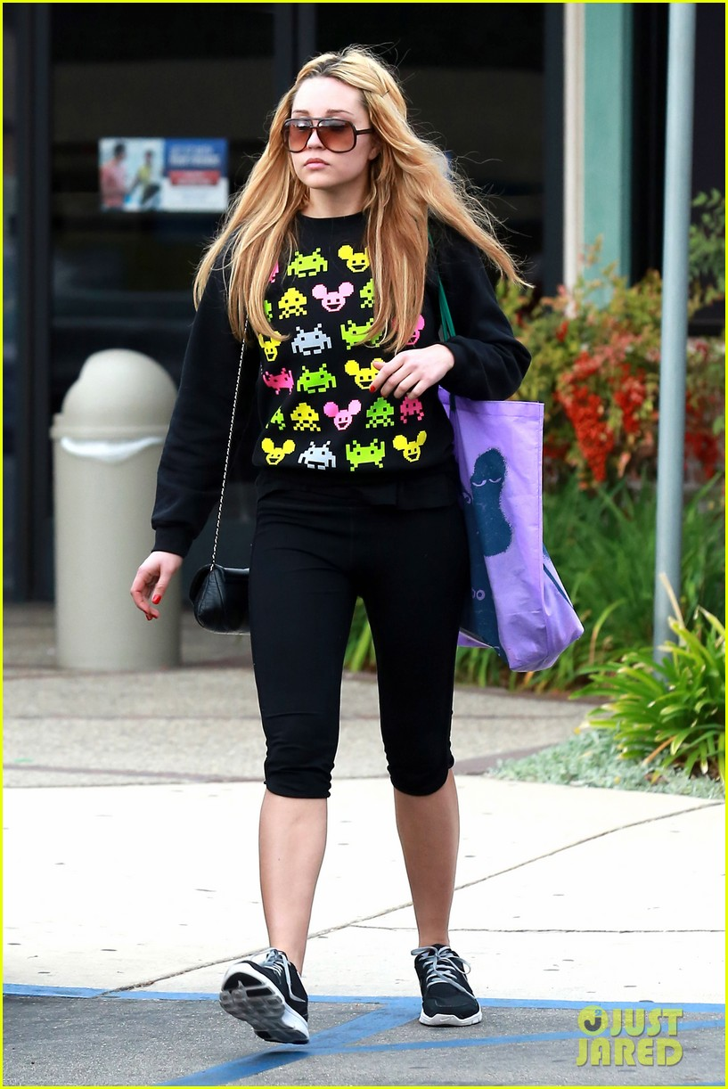 amanda bynes keeps up fitness regimin as school is in full swing 07