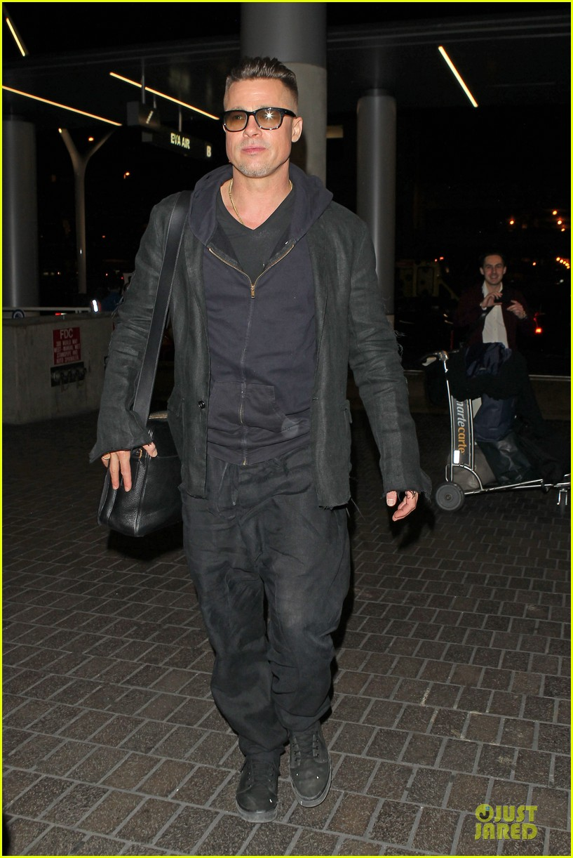 brad pitt lax departure after producers guild awards 133036204