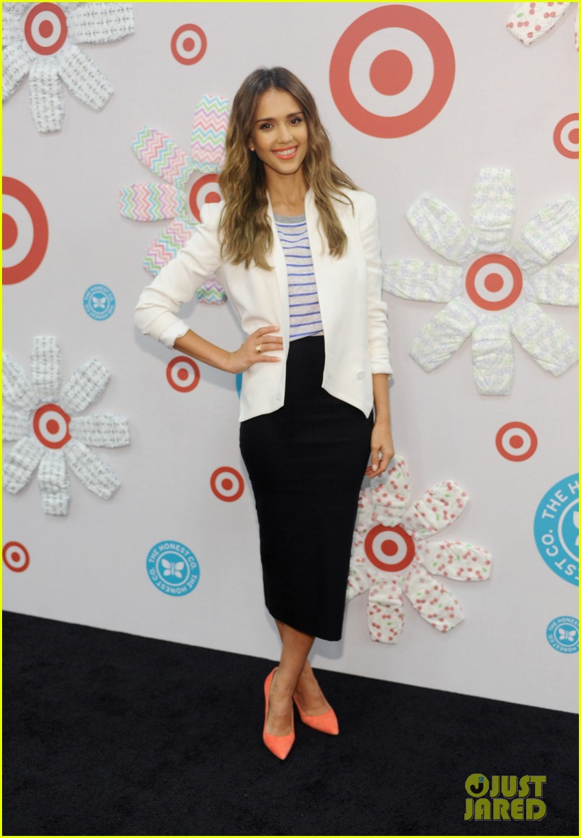 jessica alba celebrates honest company at target launch 053143816