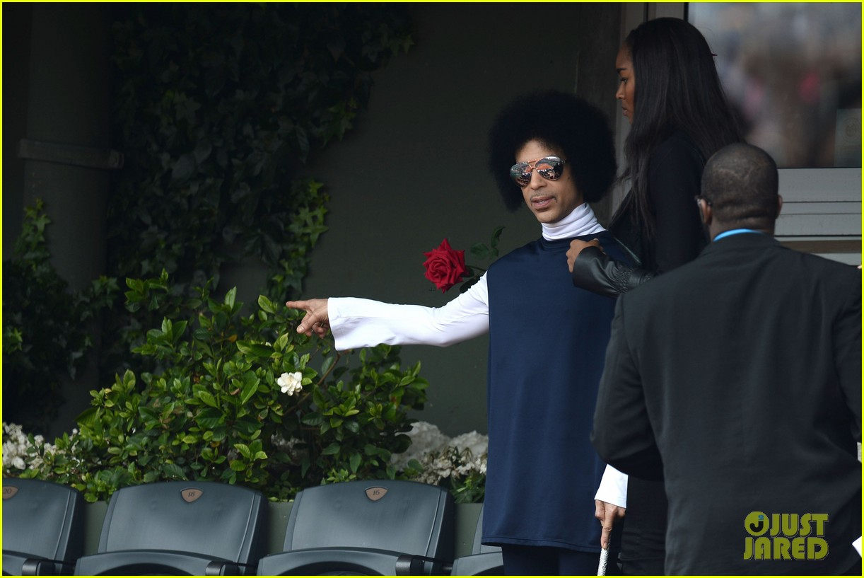 prince holds court with his sceptor at the french open 08